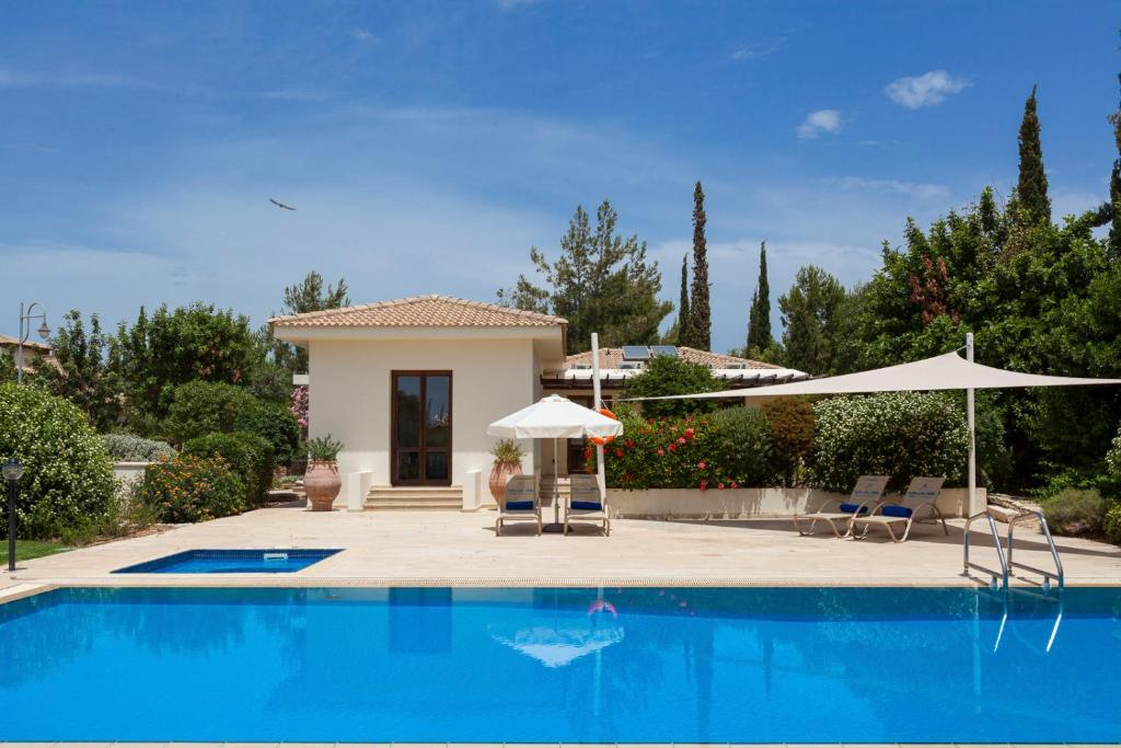 Villa in Kouklia Sleeps 4 includes Swimming pool and Air Con 5