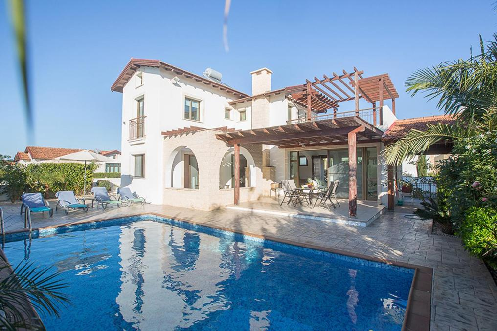 Villa in Ayia Thekla Sleeps 6 includes Swimming pool and Air Con 1