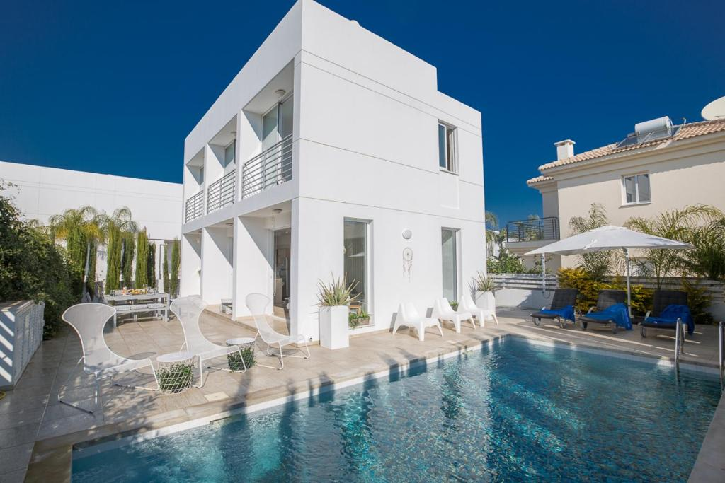 Villa in Paralimni Sleeps 6 includes Swimming pool and Air Con 9