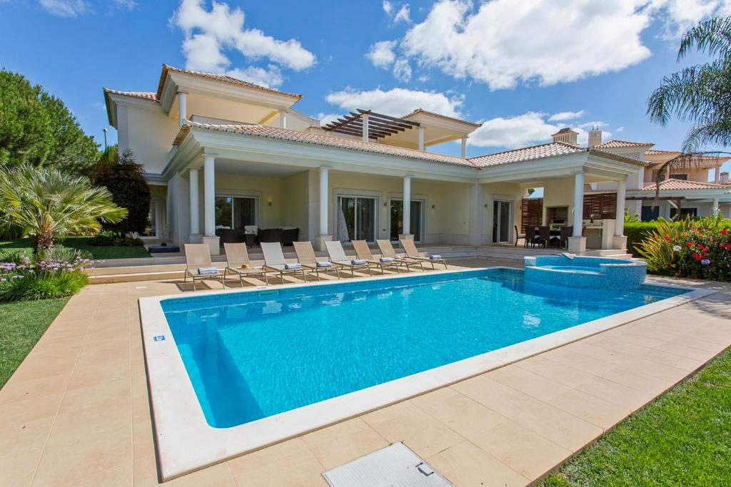 Villa in Cavacos Sleeps 12 with Pool and Air Con