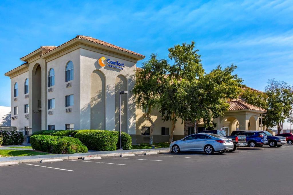Comfort Inn & Suites Phoenix North / Deer Valley