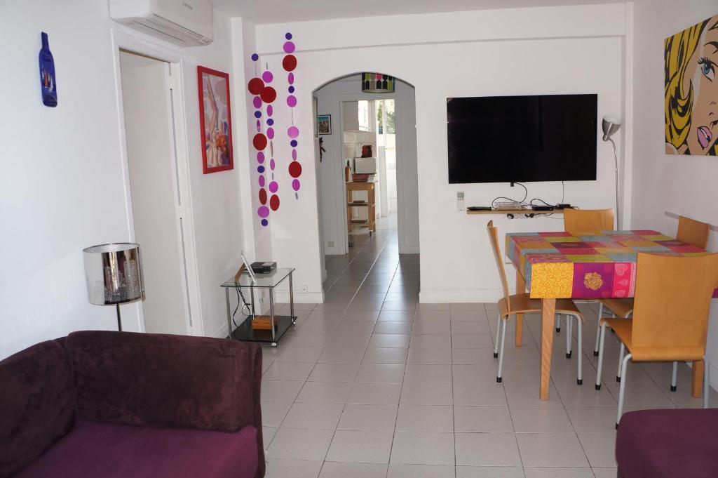 Appartement T3 Climatisé entre mer et centre Nice
