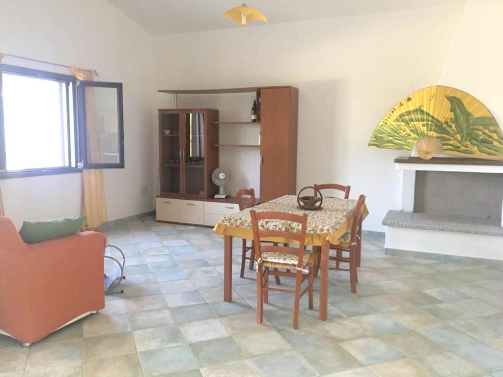 House with 2 bedrooms in Cardedu with wonderful sea view enclosed garden and WiFi 1 km from the beach bild4