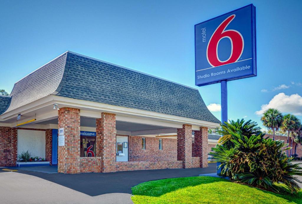Motel 6-Tallahassee, FL - Downtown
