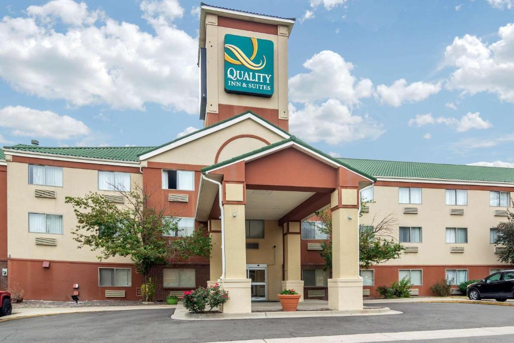 Quality Inn & Suites Lakewood - Denver Southwest