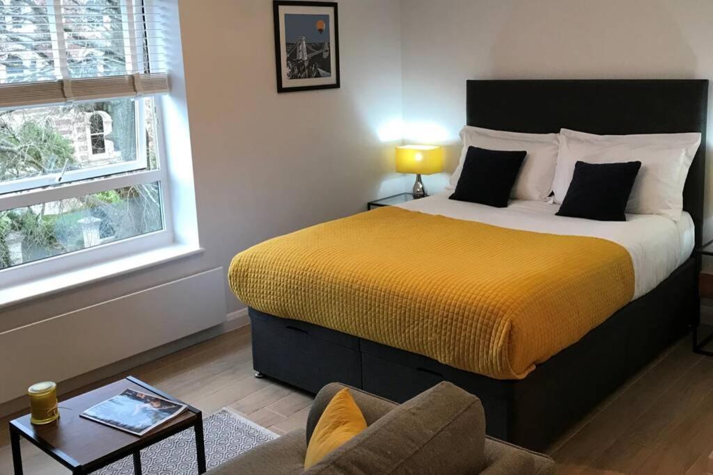 Alison15 - Superior Clifton Studio Apartment