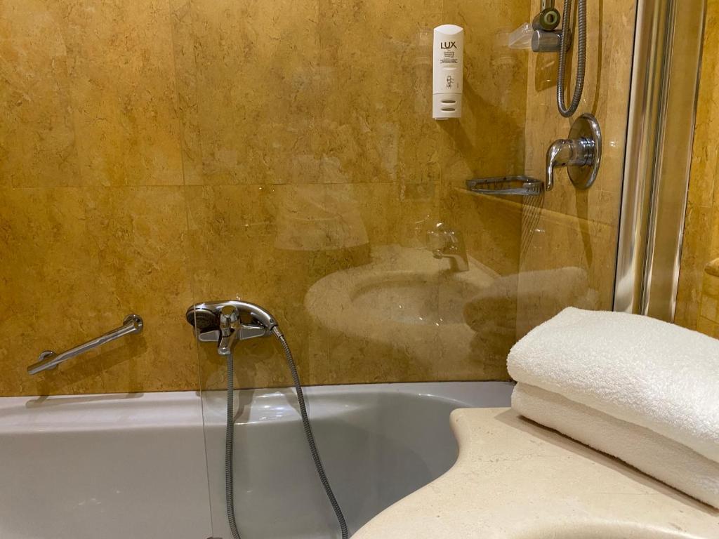 Holiday Inn Cagliari, an IHG Hotel image2
