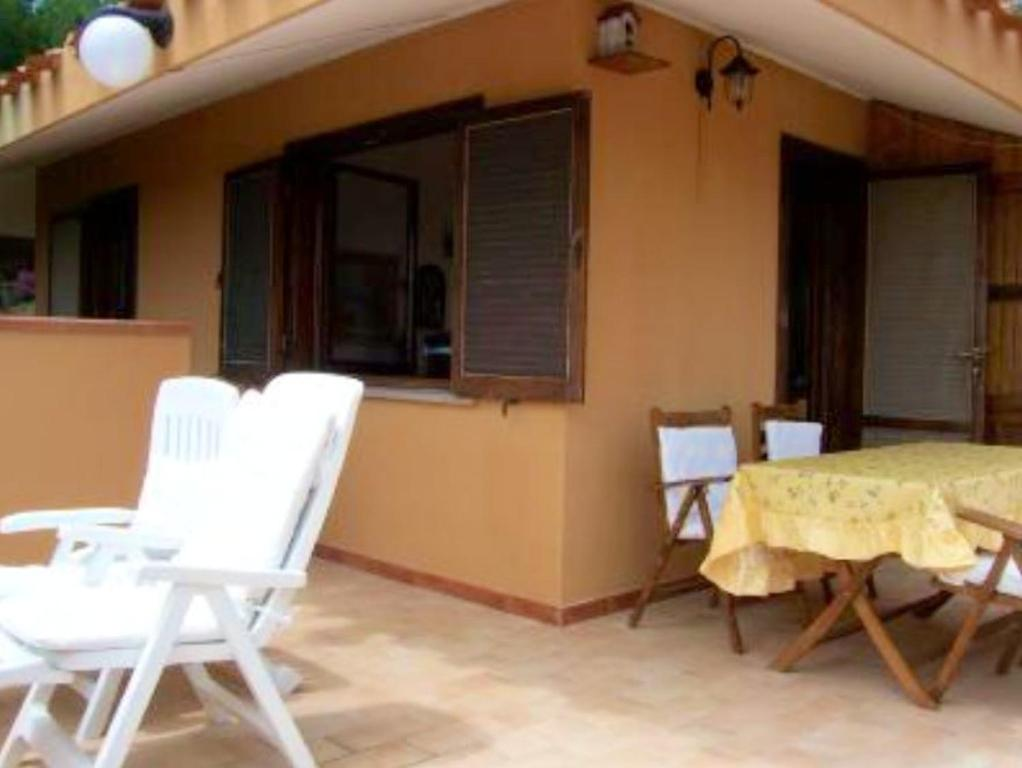 House with 2 bedrooms in Costa Rei with wonderful sea view and terrace 300 m from the beach image3