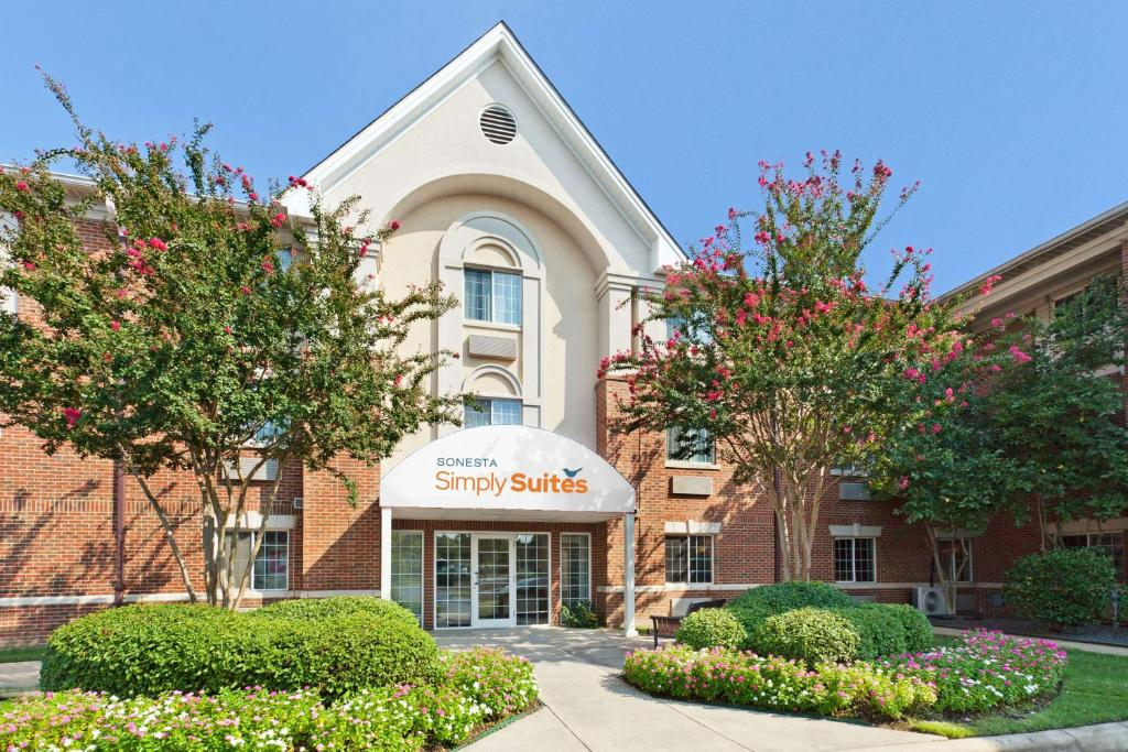 Sonesta Simply Suites Charlotte University