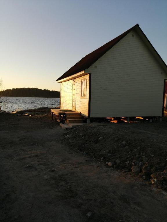 Домик в заливе Лешего