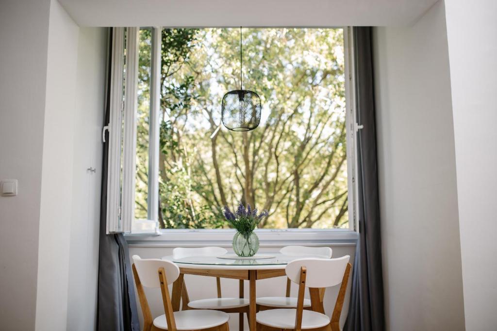 Big Tree Apartment & The Nest Apartment - free Parking