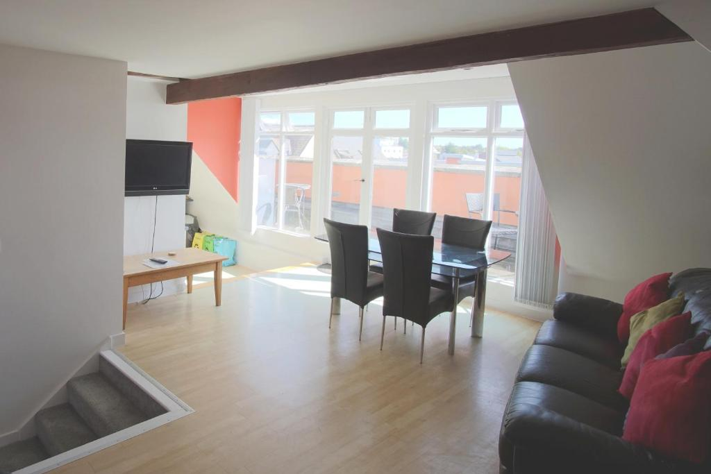 Stunning Central Exeter Apartment with balcony and fantastic view