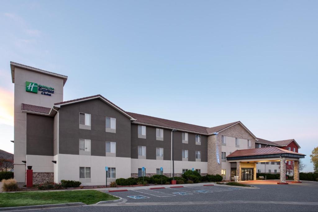 Holiday Inn Express Hotel & Suites Littleton, an IHG Hotel