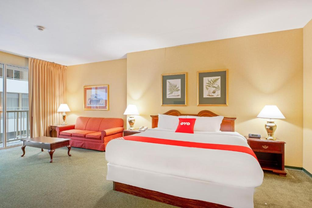 OYO Hotel St Louis Downtown City Center MO