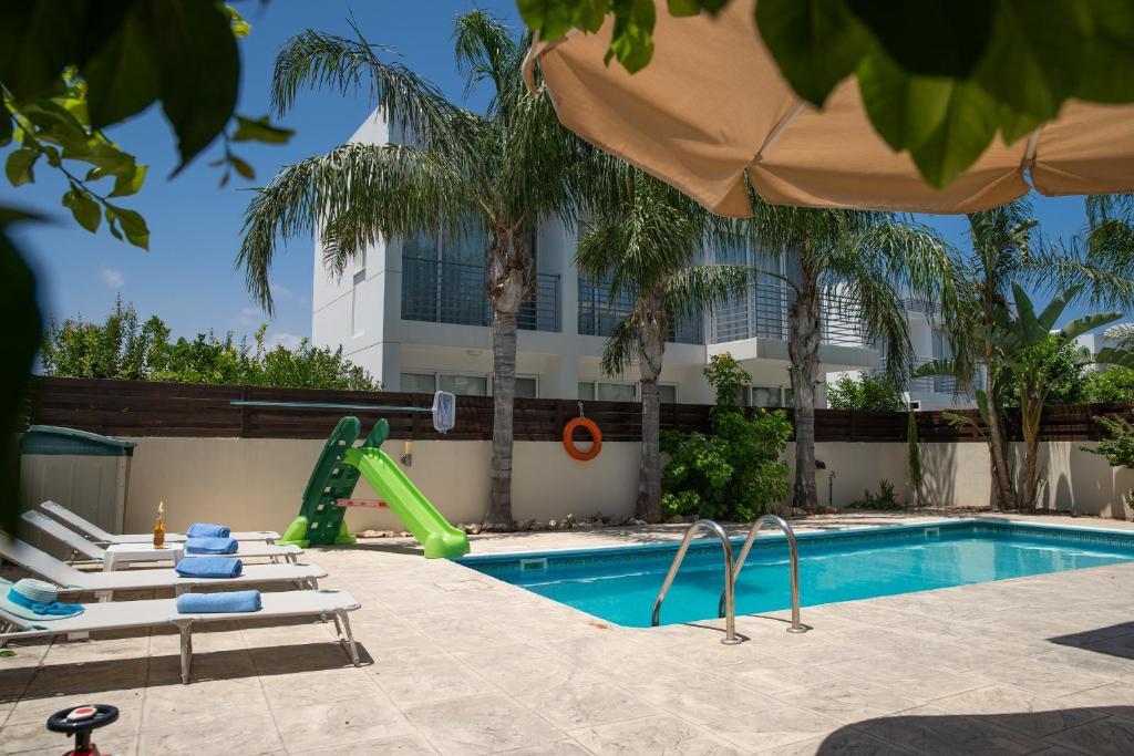 SunnyVillas: 3BR Family Villa ☆Pool☆Walk to Beach - Villa Palm