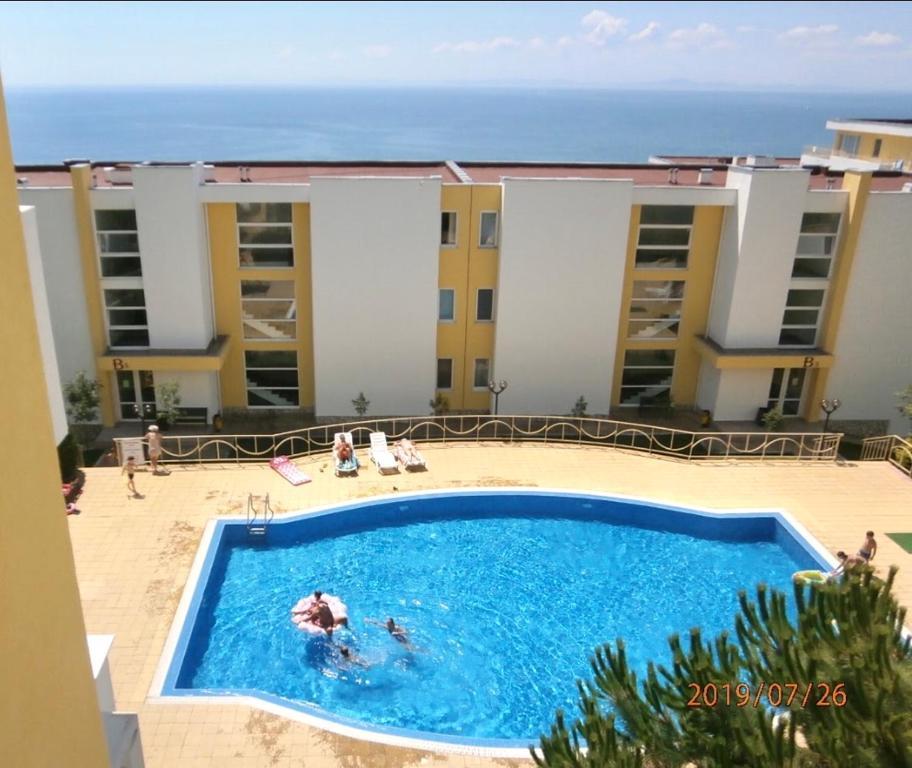 Crown Seaside Apartment