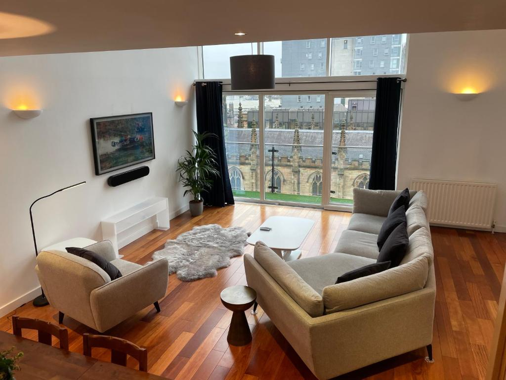 Luxury City Centre Penthouse Apartment, 2 private parking spaces