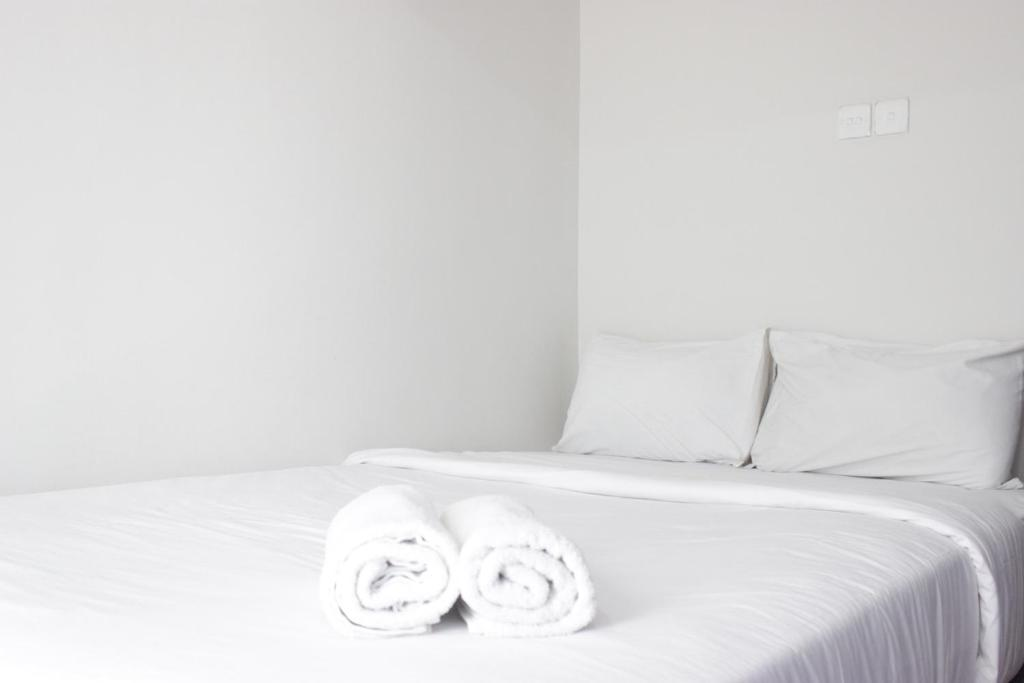 Trendy & Relaxing Studio Apartment at Jarrdin Cihampelas By Travelio