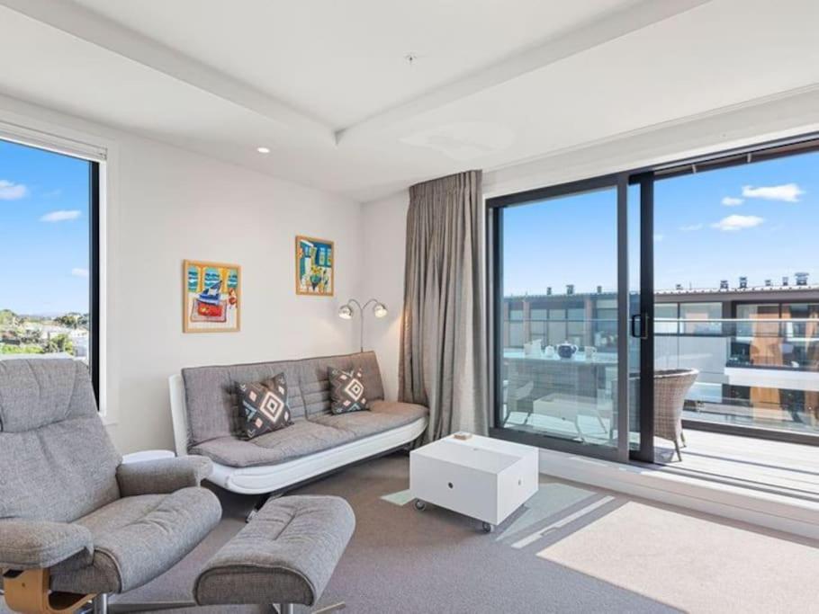 Mount Eden on your Doorstep! Stunning Apartment