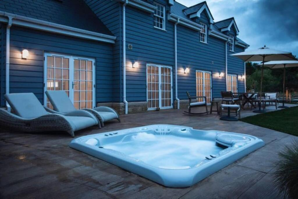 Countryside Marina 3 bed with hot tub