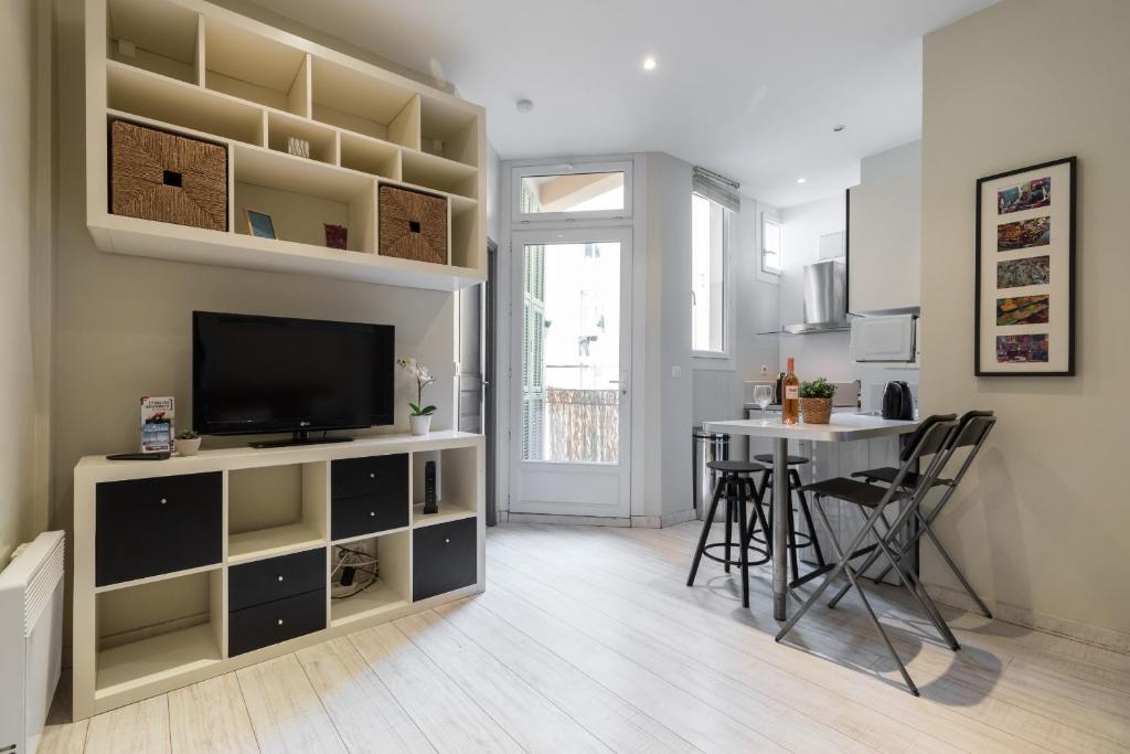 1 bedroom flat in Nice Harbor