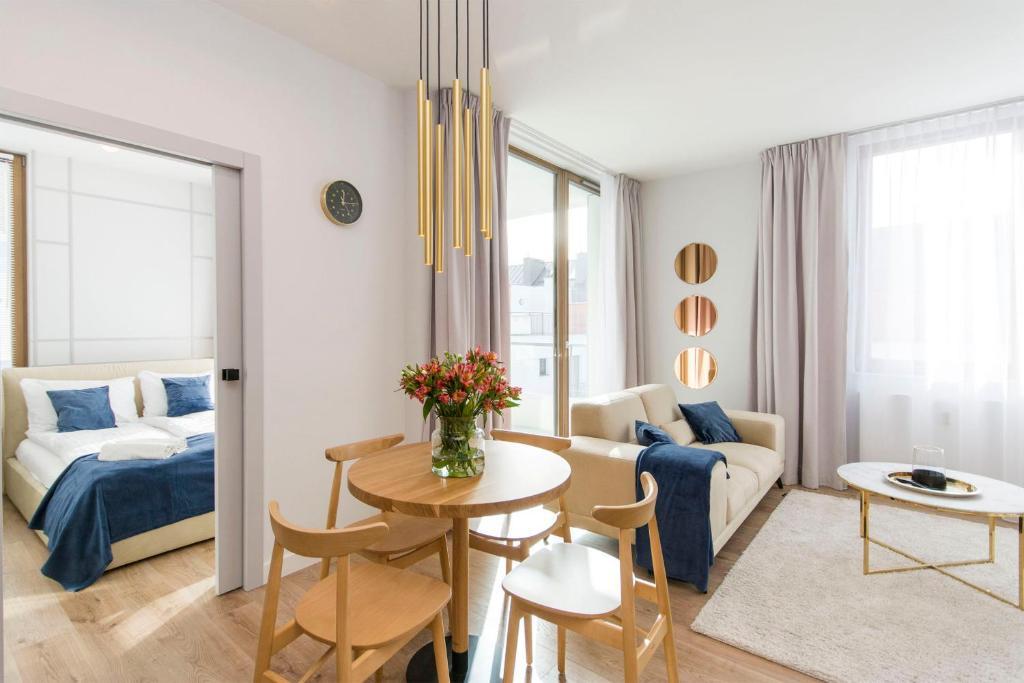 Gold Rentyear Apartments