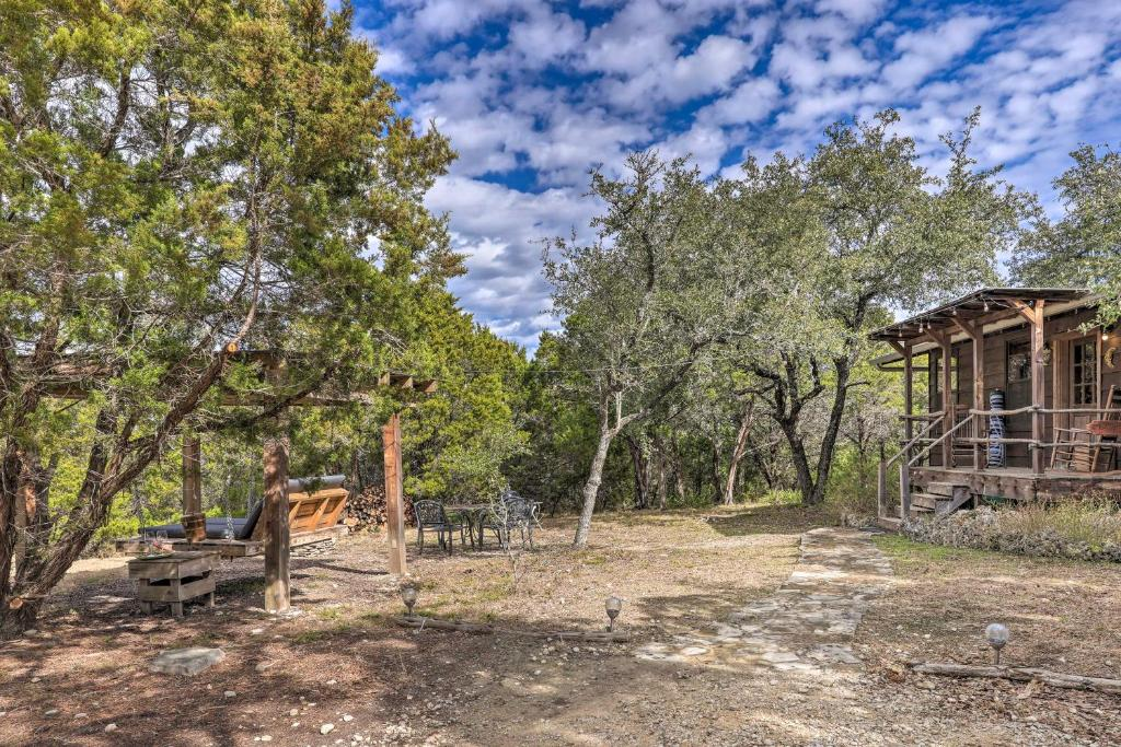 Wimberley Couples Cabin with Spectacular Views