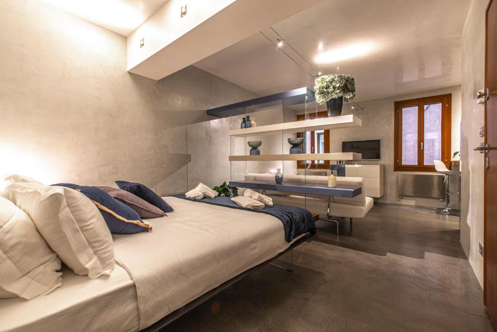 San Marco Deluxe Suites R&R