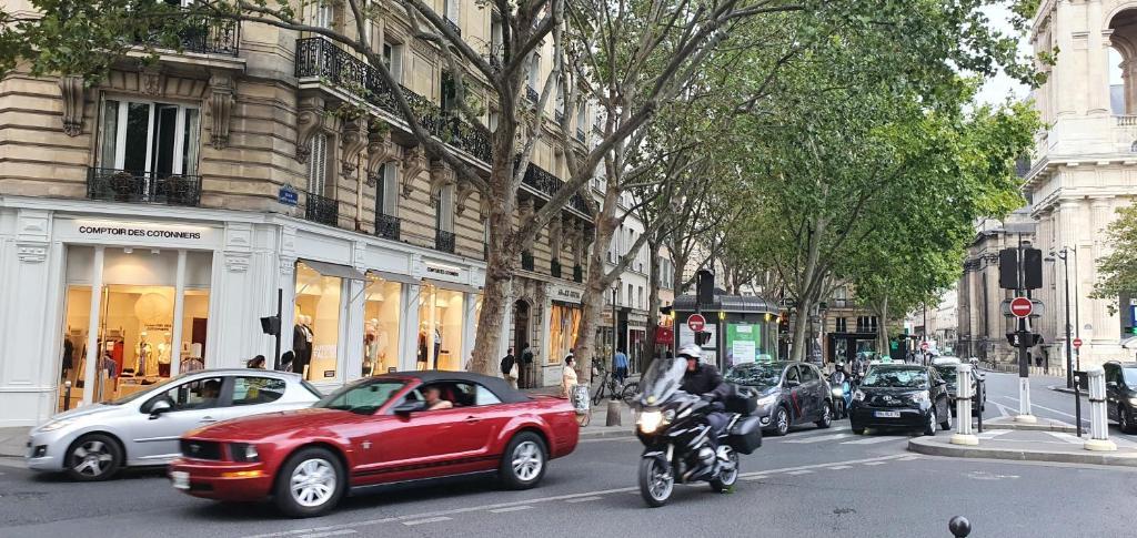 Very nice room very well located in Heart of Paris Montparnasse