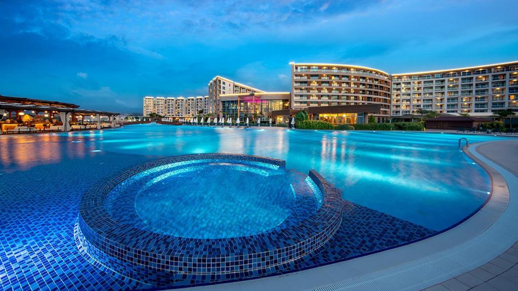 ELEXUS ULTRA LUXURY Resort & Beach Club & Maldive Cabanas & Casino