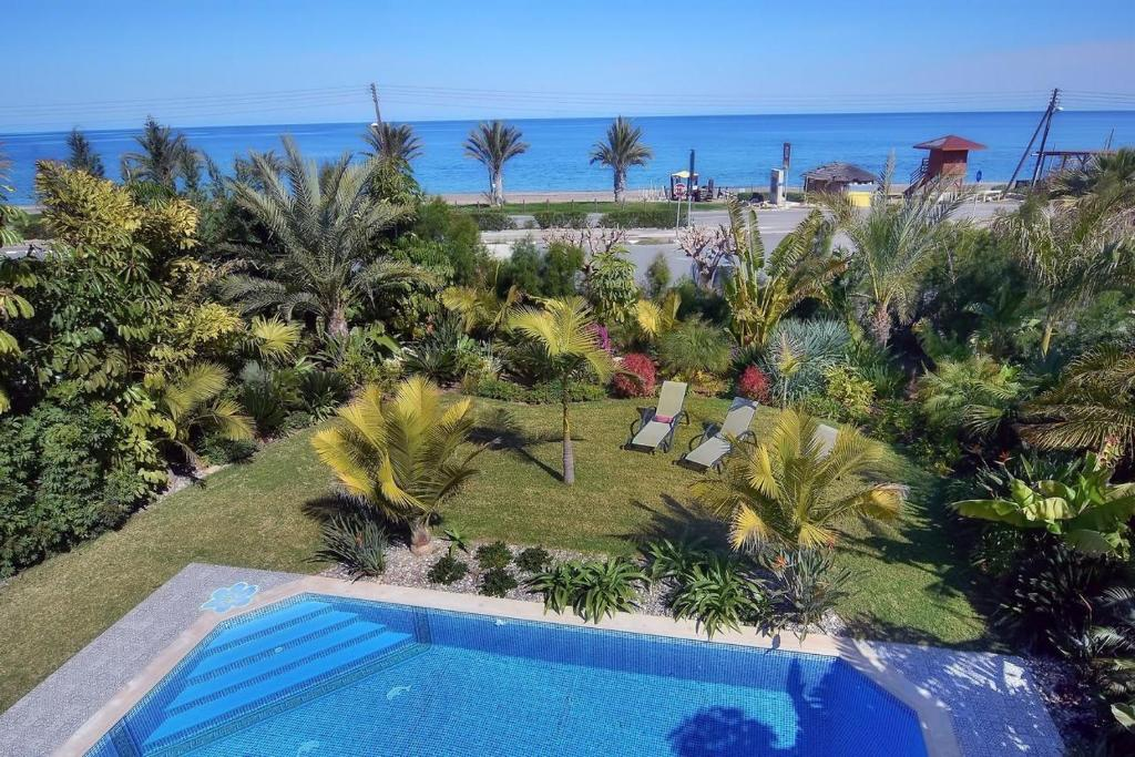 Seafront 3 bedroom villa Medea with private pool and garden.