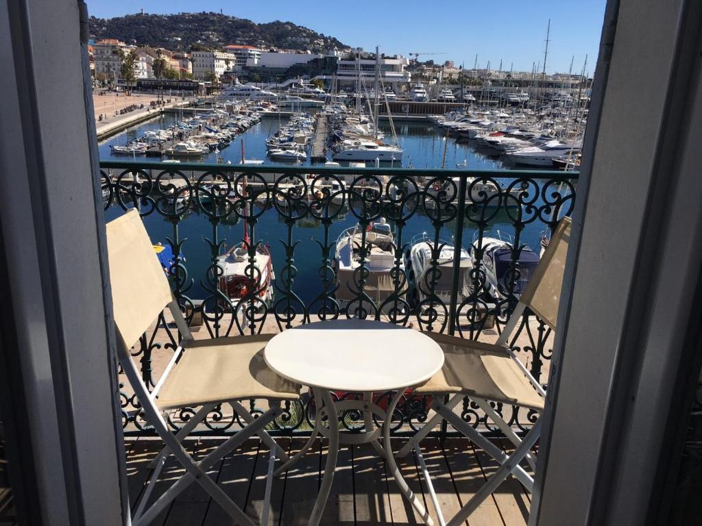 Luxury 1 bedroom Quai St Pierre 2 mins from the Palais & Croisette 269