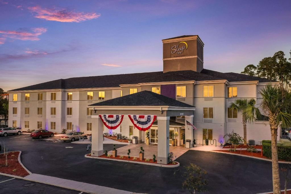 Sleep Inn & Suites by Choice Hotels I-95 Newest in Kingsland 40 Item Hot Breakfast Sparkling Saltwater Mineral Pool open until 12 Midnight