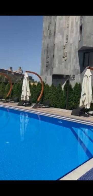 Апартаменты с бассейном и видом на горы