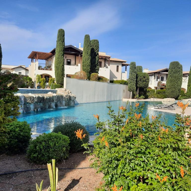 Helios Heights Spirits, Aphrodite Hills Golf Resort
