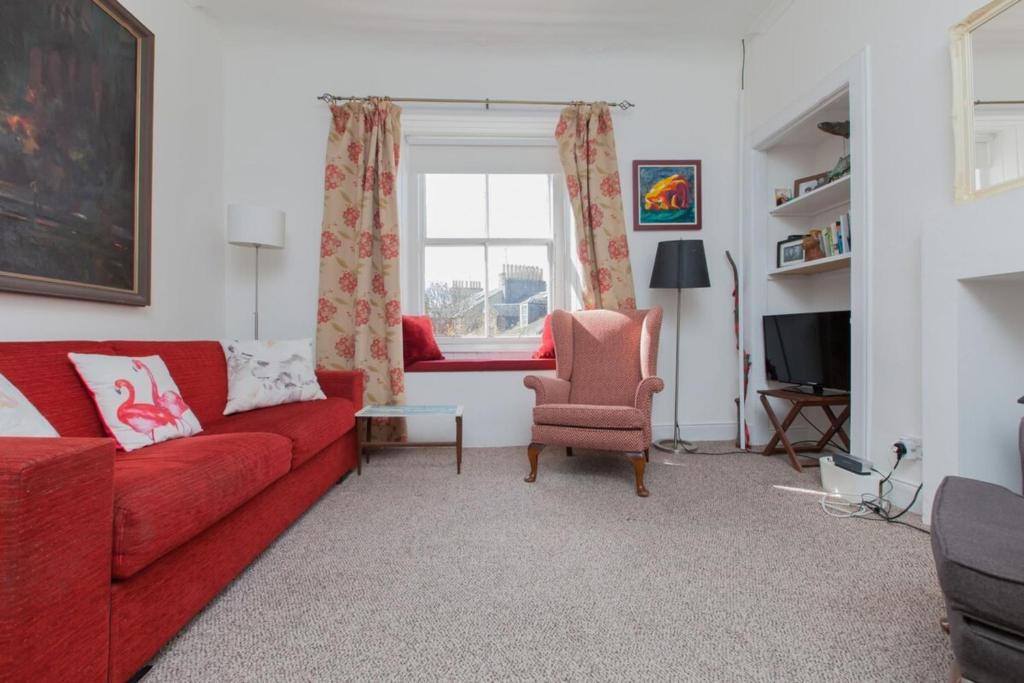 A spacious city centre apartment sleeps 2-4