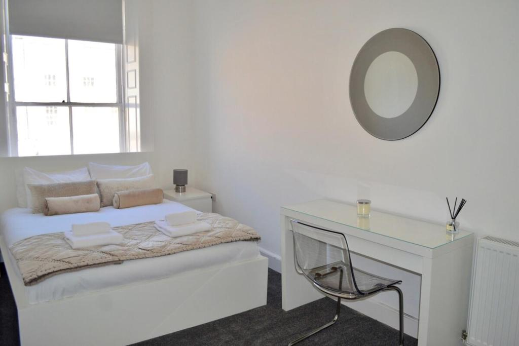 3 Bedroom spacious modern flat in the city centre