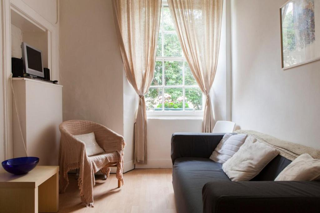 1-Bed Home on Charming St Stephen Street