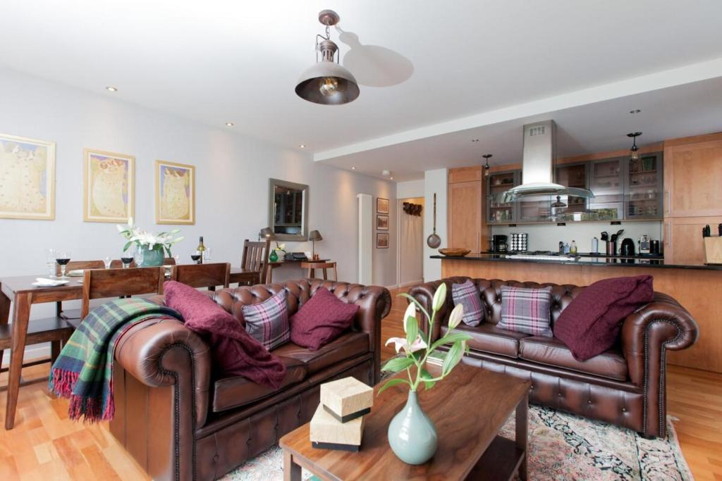 Holyrood Residence - Luxury Apartment with Parking
