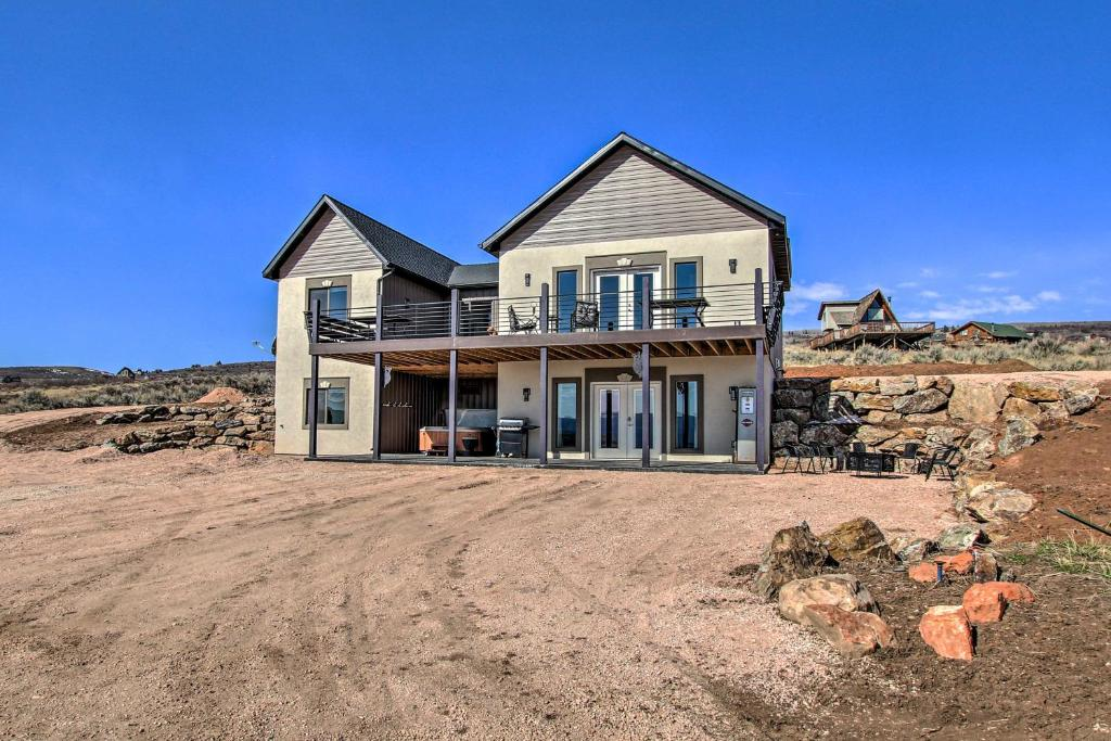 Spacious Home with Mtn Views 2 Mi to Bear Lake