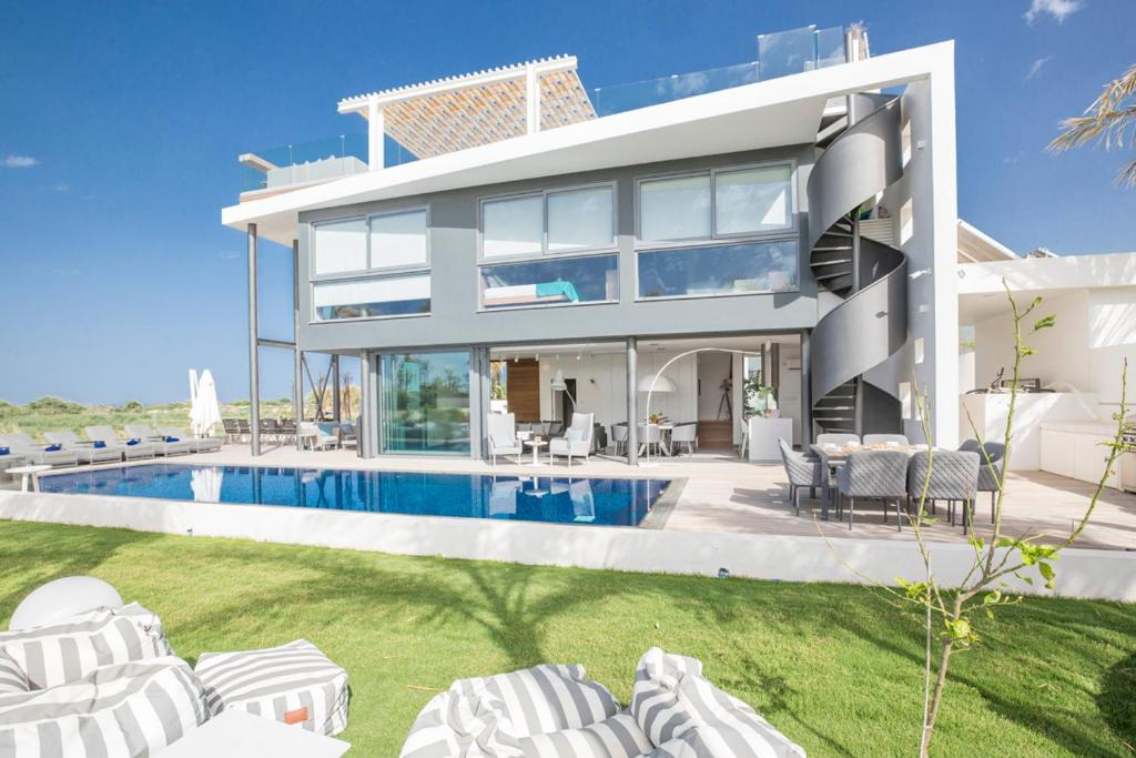 Villa in Paralimni Sleeps 6 includes Swimming pool and Air Con 2