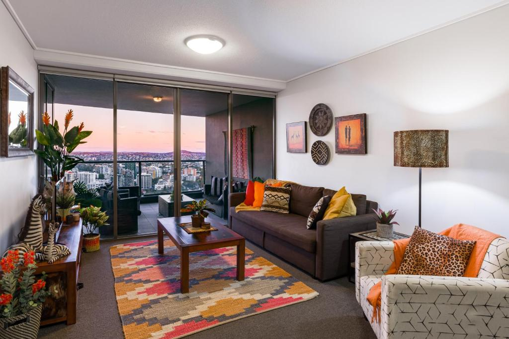 African Escape on Level 38 - Balcony with Views
