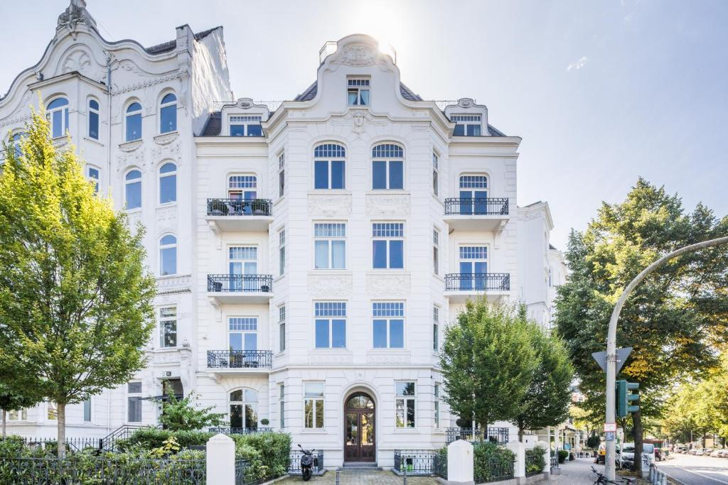 Generous Family-Apartment with two seperate bedrooms close to the U-Bahn