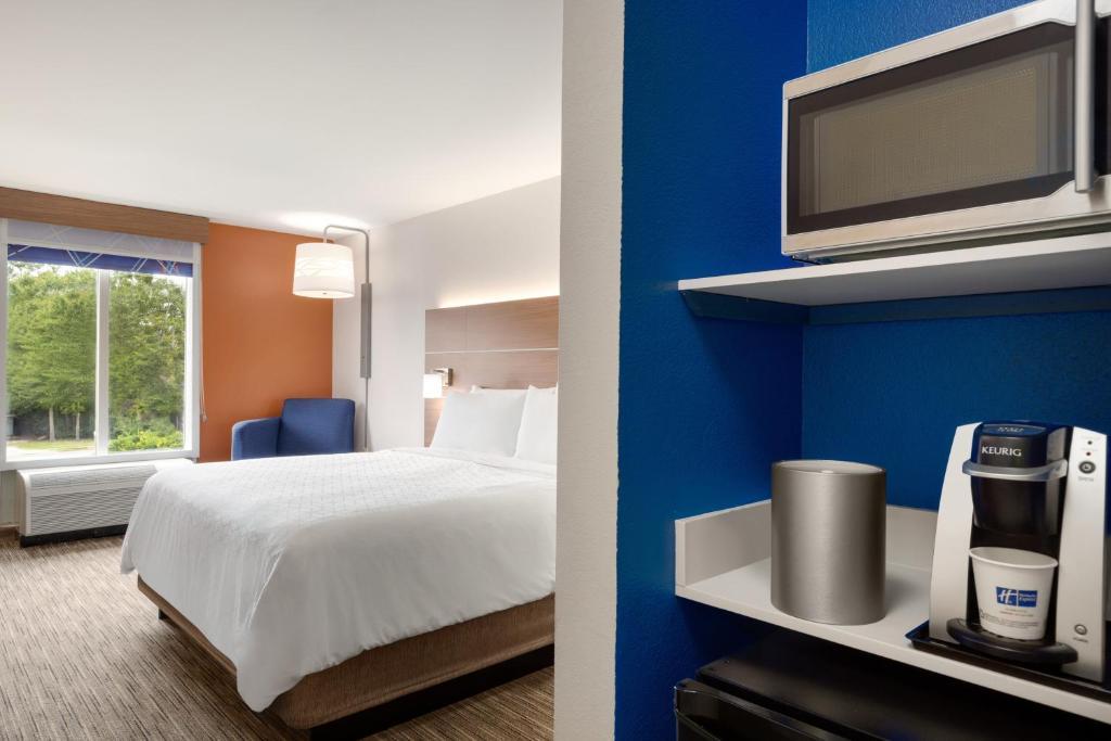 Holiday Inn Express Hotel & Suites Opelika Auburn, an IHG Hotel