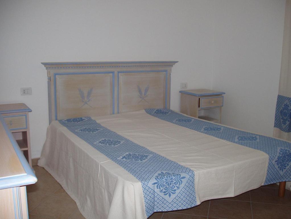 Budoni Villa Sleeps 6 Pool Air Con WiFi img1