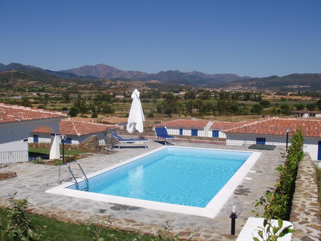 Budoni Villa Sleeps 6 Pool Air Con WiFi img9