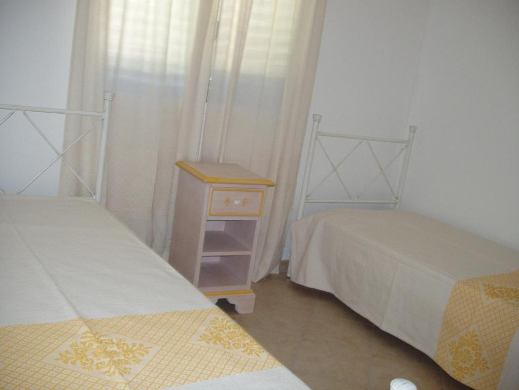 Budoni Villa Sleeps 6 Pool Air Con WiFi img6