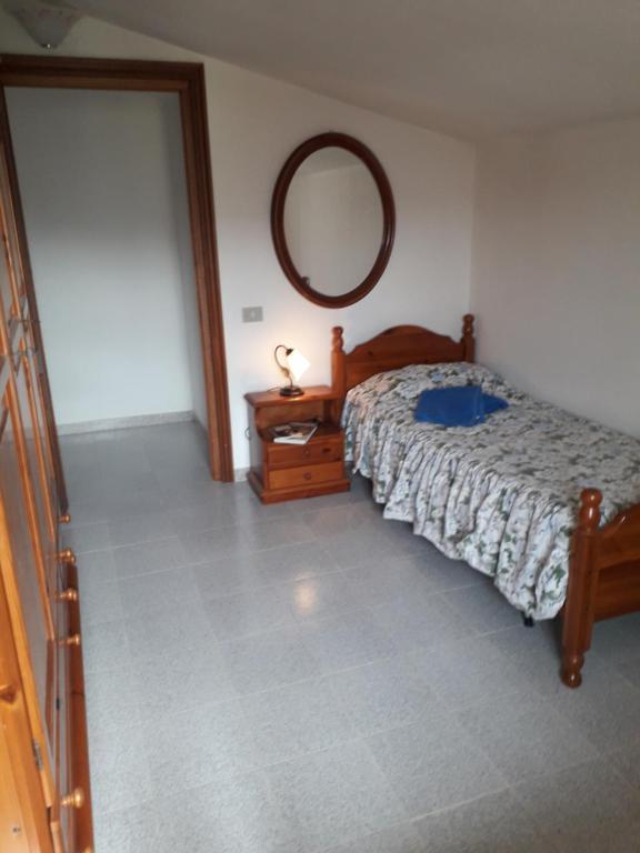 Spacious attic apartment img9