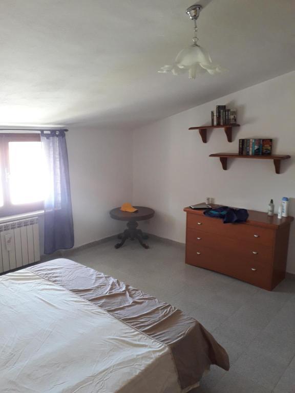 Spacious attic apartment img6