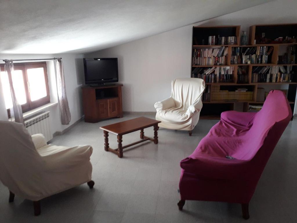 Spacious attic apartment img2